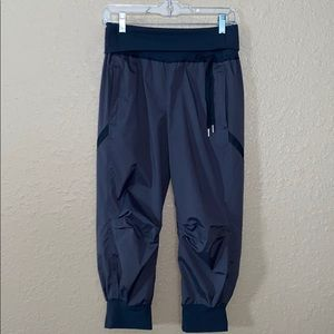 Sz 6 Gray Cropped Athletic Pants